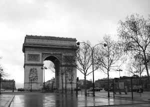 Le Arc de Triomphe de l'Étoile on a rainy day. So impressive.