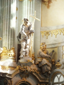 I love how the sunlight streaming through the windows played on the life-size statues at the front.