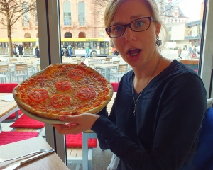 Yes, I ate this entire pizza.  And, yes, it was delicious.