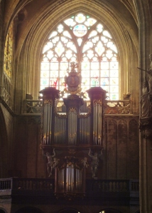 I can't resist! Organs are such beautiful instruments.